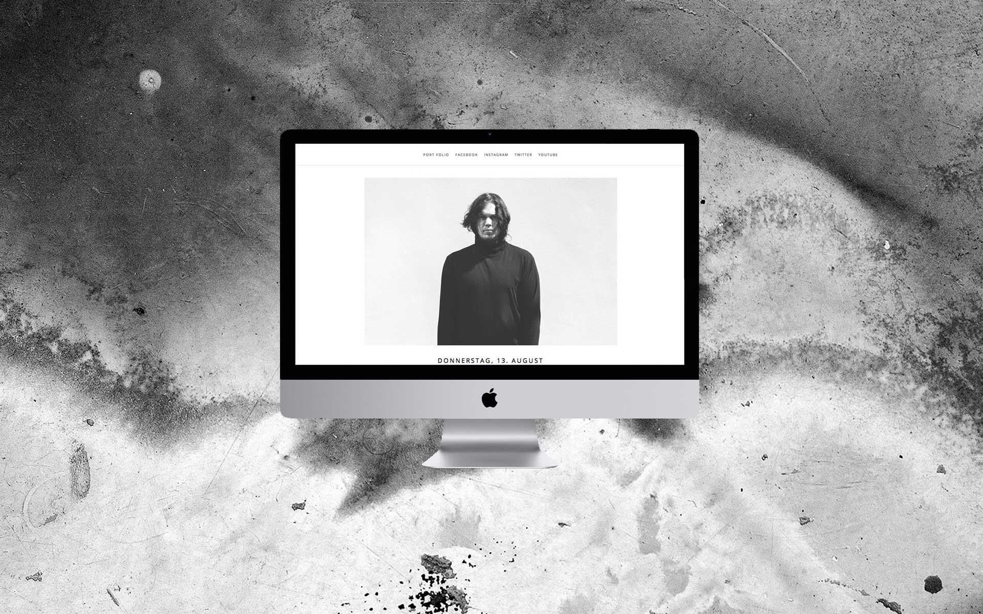 Julian Behrenbeck Dark White